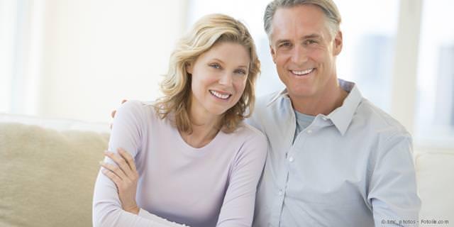 NEUE ZÄHNE MIT IMPLANTATEN - Mehr Lebensqualität mit neuen Zähnen: Implantate anstelle von Zahnbrücken und Zahnprothesen