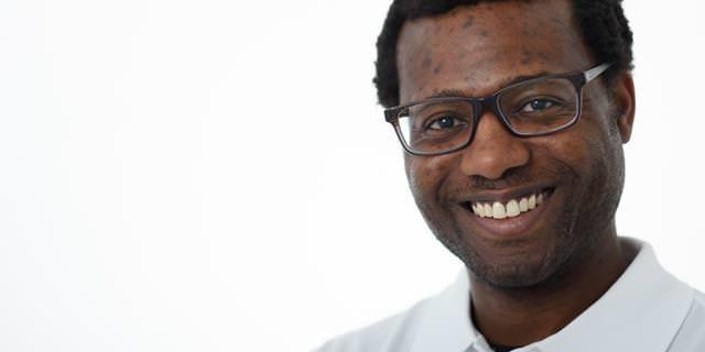 Zahnarzt Dr. Adeniyi Buraimoh - Inhaber der Zahnarztpraxis in Grevenbroich